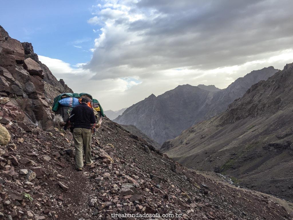 perrengue em escalada, no marrocos