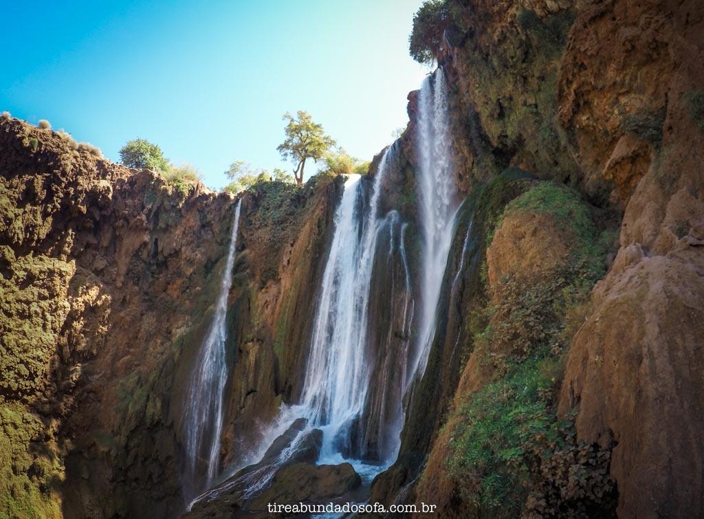 A parte de cima das cascatas, no marrocos