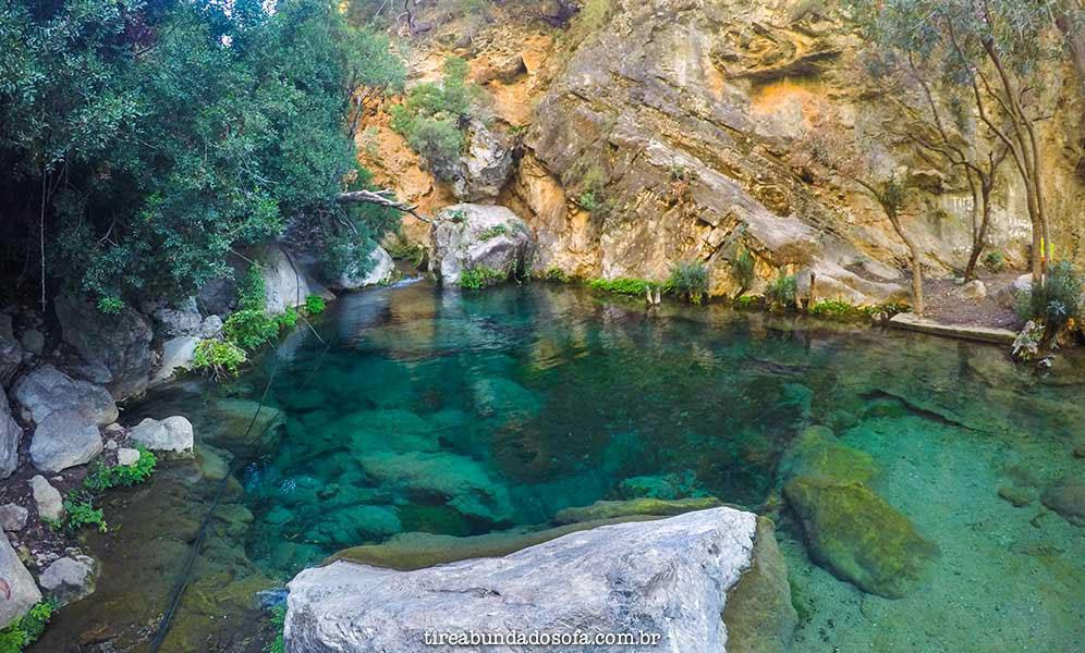 Águas esmeralda de Akchour, no Marrocos
