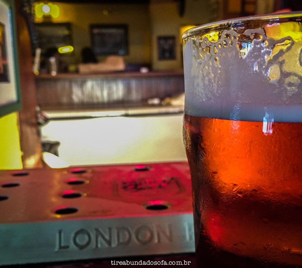 cerveja inglesa no omalleys irish pub, em são paulo