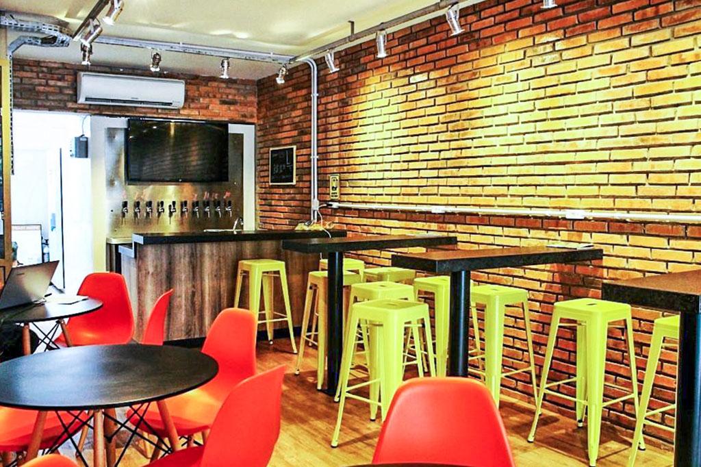 interior do bar Entreposto em Florianópolis