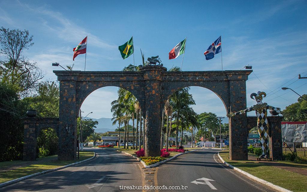 Pórtico de entrada da cidade de Nova Veneza