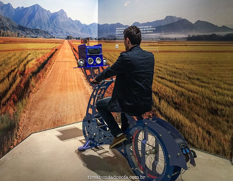 bicicleta que gera energia, museu WEG, jaraguá do sul