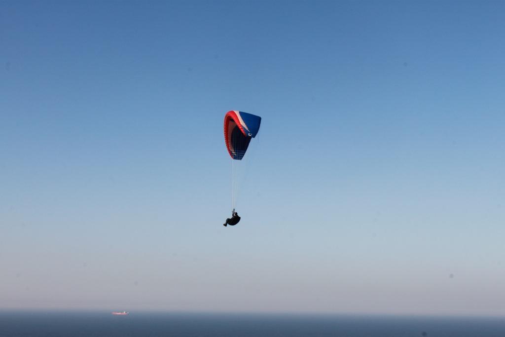 voo de parapente no morro do careca, em balenário camboriú