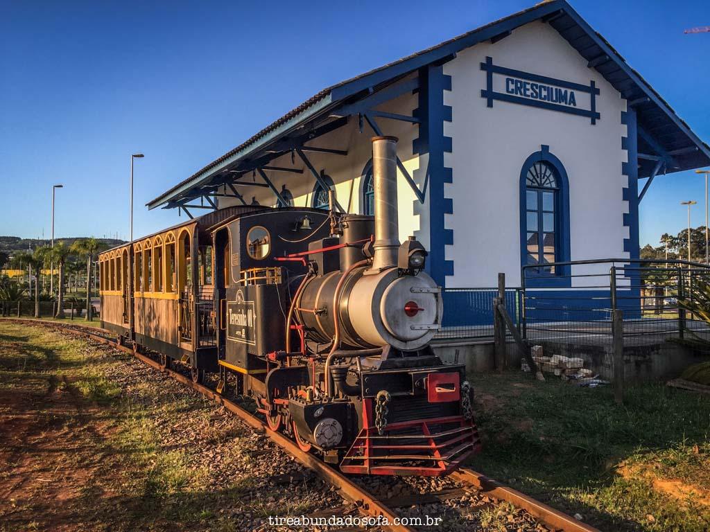trem que passeia pelo parque das nações, em criciúma
