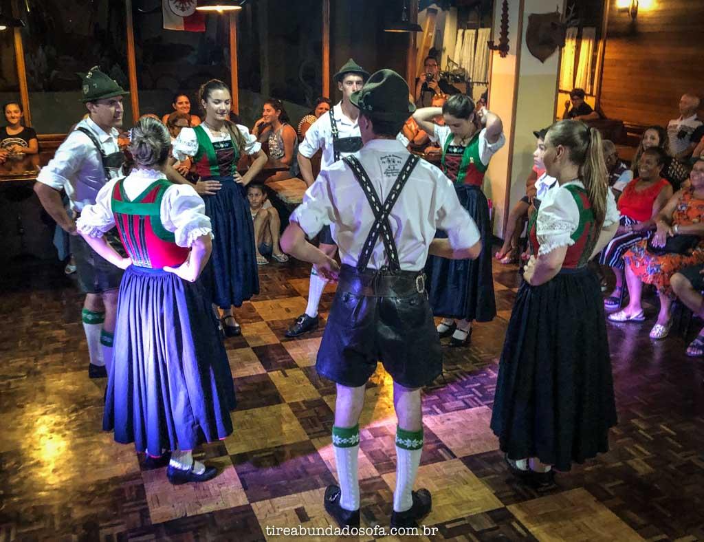 Danças típicas austríacas, no treze tílias park hotel, em santa catarina