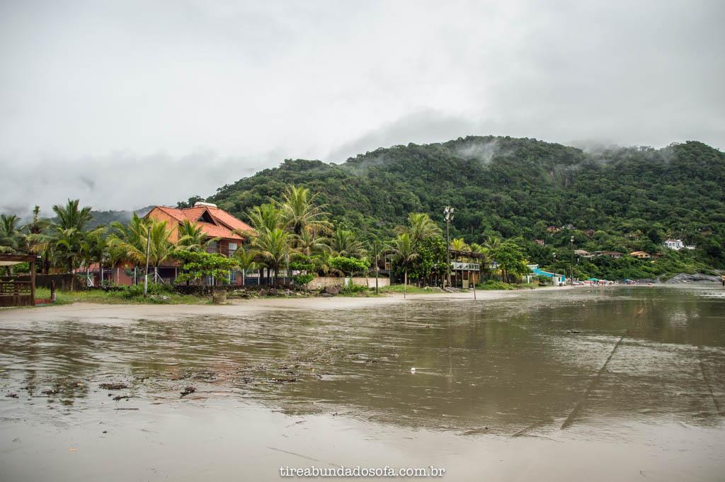 Praia do Guaraú, em peruíbe, sp