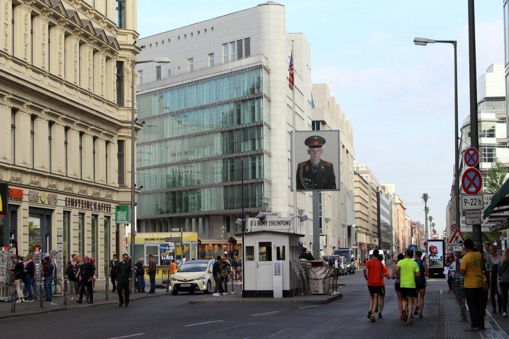 Checkpoint Charlie em Berlim, na Alemanha