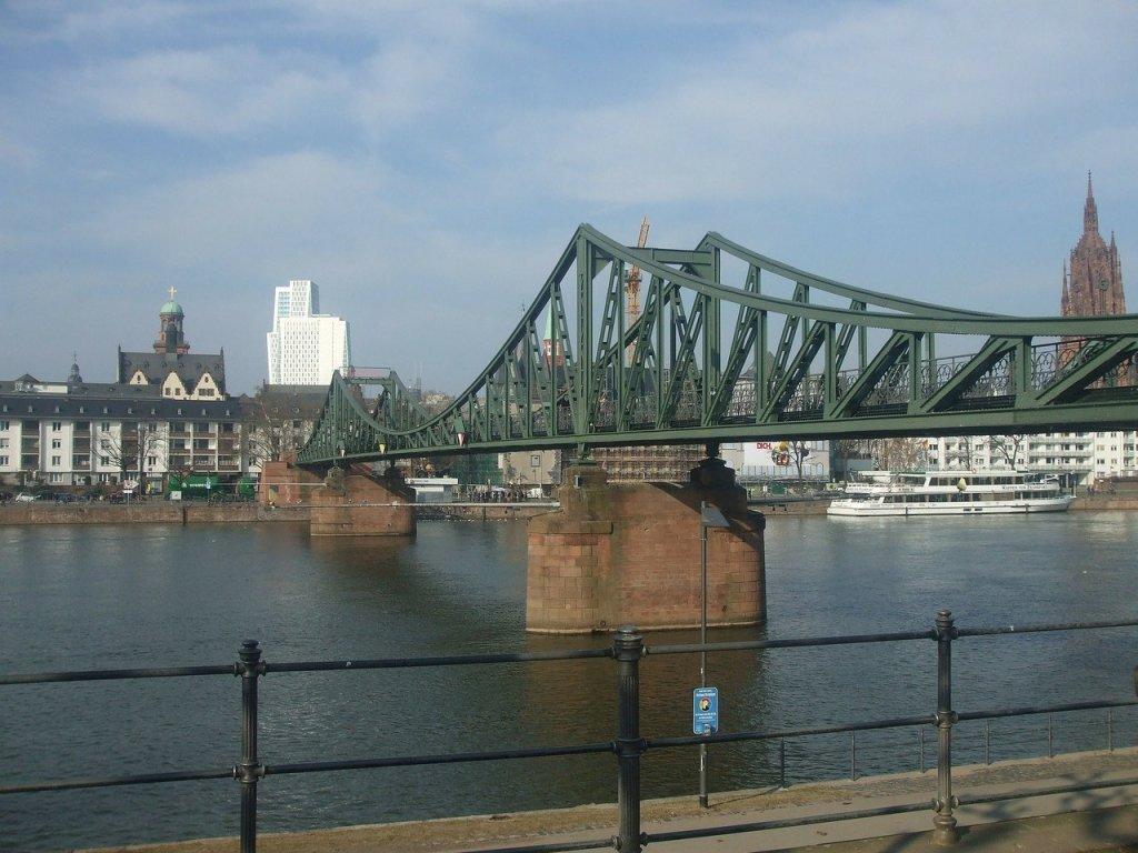 Ponte de Ferro de Frankfurt, na Alemanha