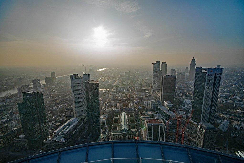 Vista do Main Tower em Frankfurt, na Alemanha
