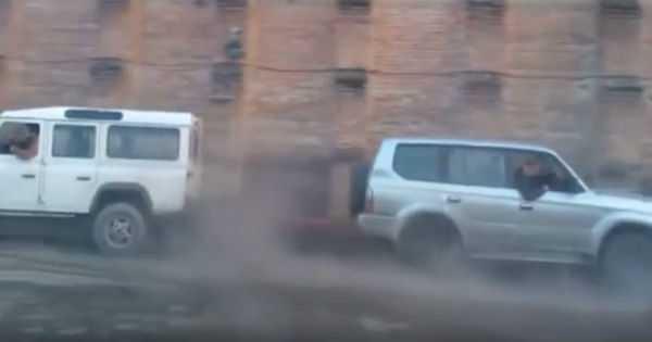 Land Rover Defender vs Toyota Prado Tug Of War 1