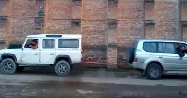 Land Rover Defender vs Toyota Prado Tug Of War 2