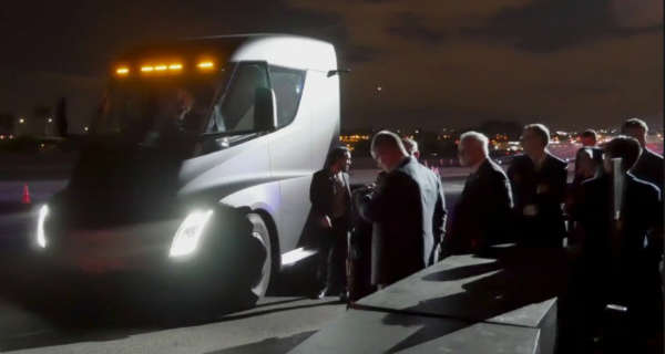 The Acceleration Of The Tesla Semi Truck Is Pretty Impressive 1