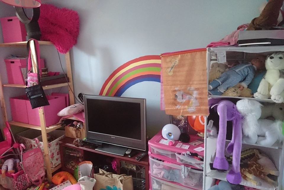 Bedroom upgrade – From babyish to grown up girl