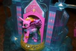 crystal-empire-castle-pony