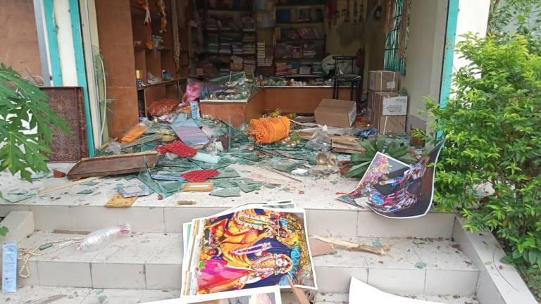 बांग्लादेश मे अब इस्कॉन मंदिर पर हमला, भीड़ ने श्रद्धालुओं के साथ मारपीट की