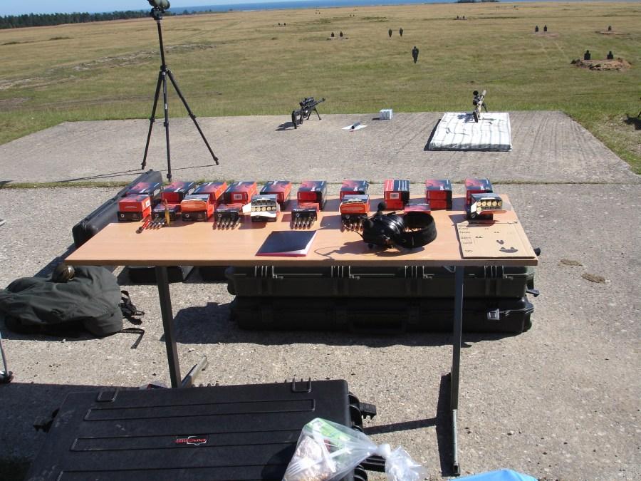Estación de tiro con fusiles de francotirador. Blancos dispersos a distancias de 100m a 800m