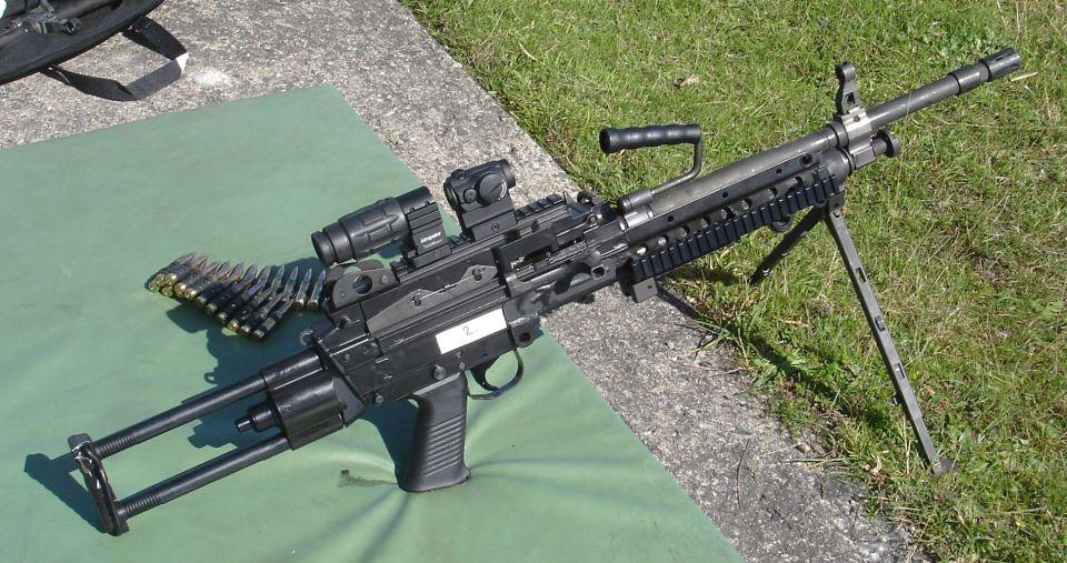 AMM FN Minimi 7.62mm dotada de visor Aimpoint Micro T-1 y 3XMag (© Jorge Tierno Rey)