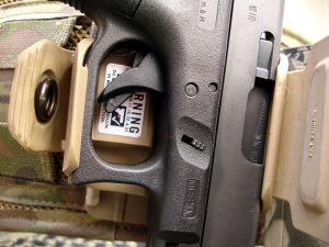 Pistola Glock G17 Gen4 en funda pistolera Crye Precision Gun Clip