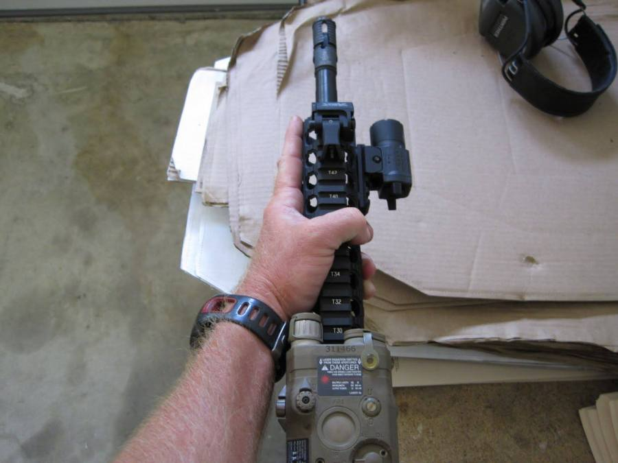"""""""Contruye el arma en torno a ti, no tú en torno al arma"""". Kyle Defoor. 07SEP13. Patrocinado por Alias Training & Security Services."""