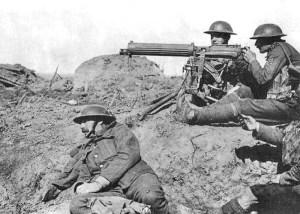 Ametralladoras Vickers del Ejército de Tierra británico en acción durante la Primera Guerra Mundial. Foto de Wikipedia