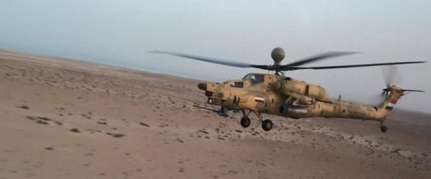 Helicóptero de combate Mi-28N del Ejército de Tierra iraquí volando a baja cota sobre el desierto occidental iraquí. Foto del Ejército de Tierra iraquí a través de ACIG.info