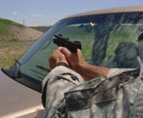 Cuando entrenes con coches a los que NO se puede disparar, mantén la boca de fuego bastante por encima del coche.