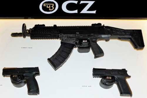 Nuevas armas del fabricante checo CZ: el fusil CZ 806 Bren 2 y la pistola CZ P-10.