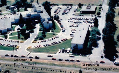20JUN1994. Base Aérea de Fairchild (EE.UU.). Incidente de tirador activo en el hospital de la base. Andy Brown al tirador desde 64 metros de distancia con una pistola Beretta 92.