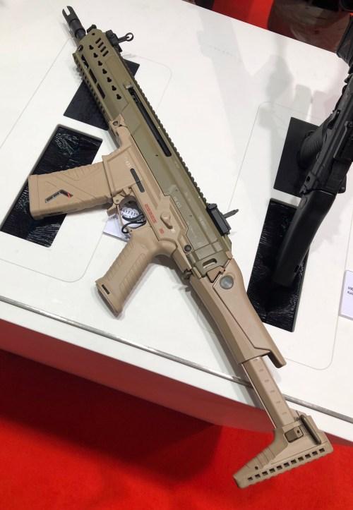 Fusil HK433 expuesto en la feria Enforce Tac 19