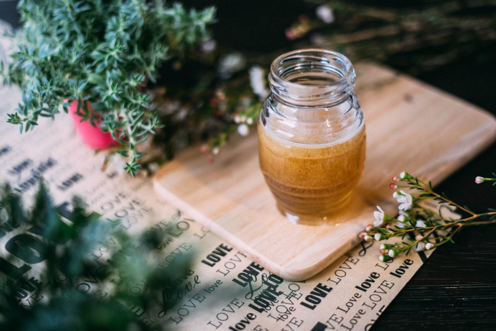 Miel, un solvant noble, agent de conservation et super aliment