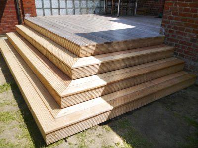Terrasse mit Sitztreppen