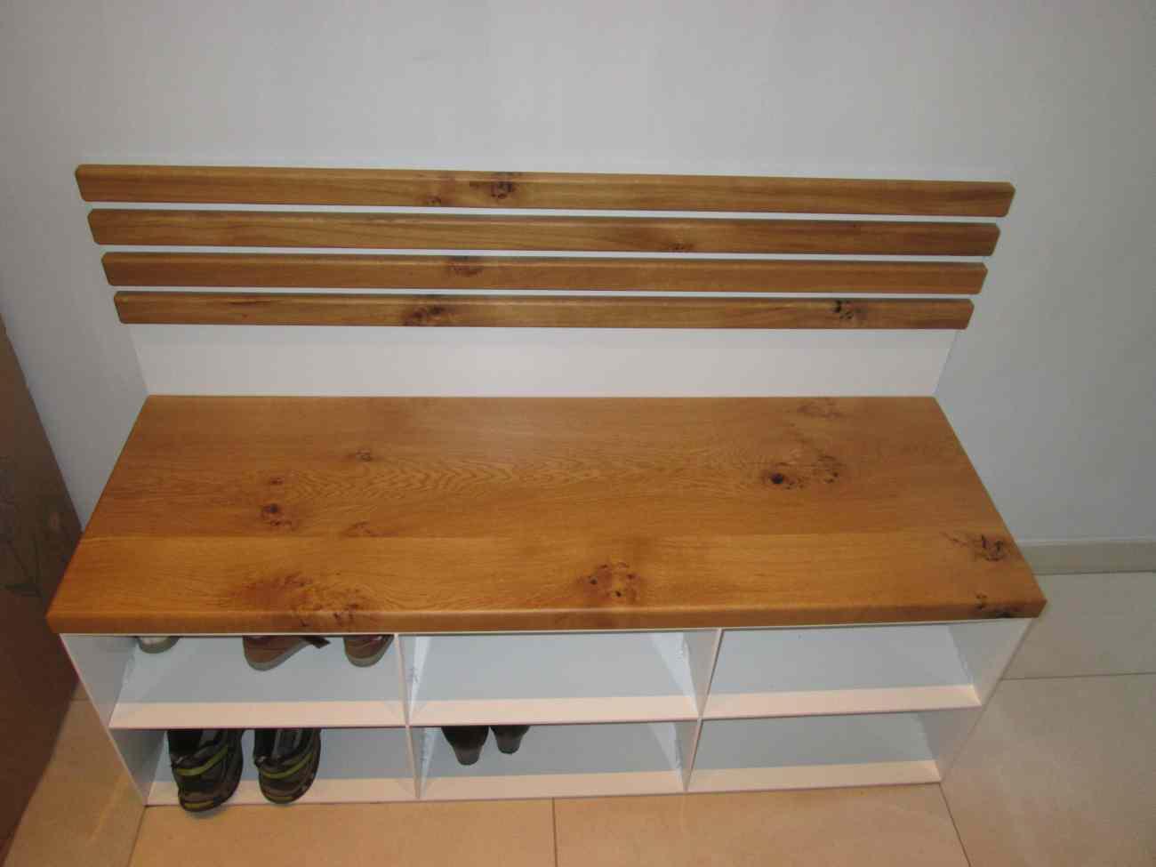 Sitzbank aus Metall weiß Pulverbeschichtet mit Wildeiche