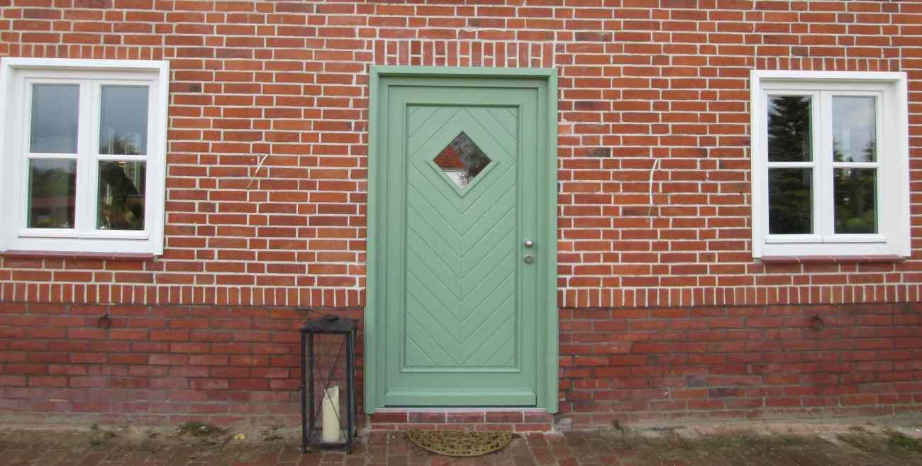 Haustür im Farbton RAL 6021
