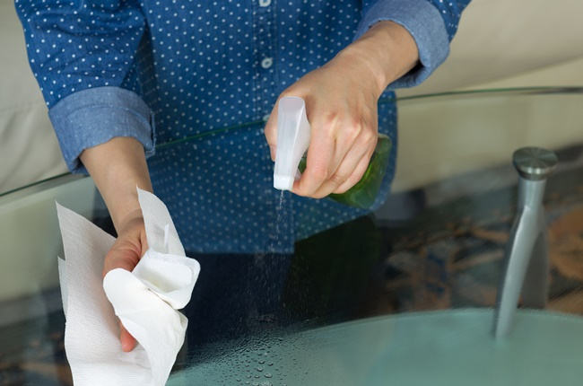 Paper towels are much safer than cloth when it comes to wiping away COVID-19, Paper towels are much safer than cloth when it comes to wiping away COVID-19
