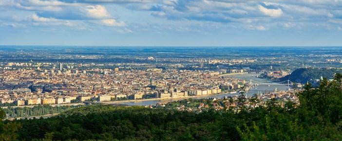 Budapest panorama nappal a Harmashatar-hegyrol