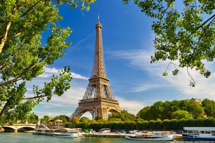 Eiffel-torony keretbe foglalva