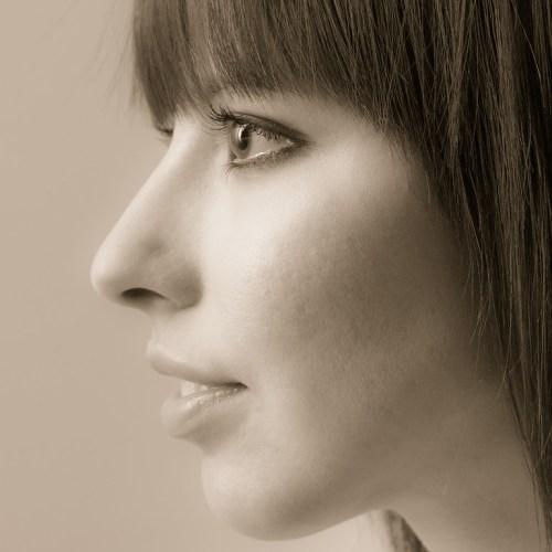 női portré profilból