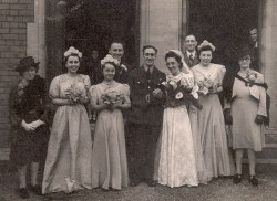 65Aunty peg and uncle toms wedding 1945 with grandparents to the right