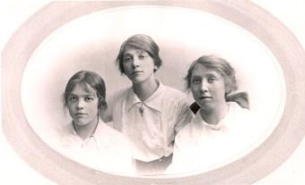 Phyllis (1893- 1968) Gladys (1891 - 1968) and Christine (1897-1989) Titheradge