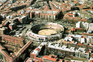 la-plaza-de-toros-de-vista-alegre-tambien-conocida-conocida-como-la-chata-poco-antes-de-su-derribc3b3-en-1995