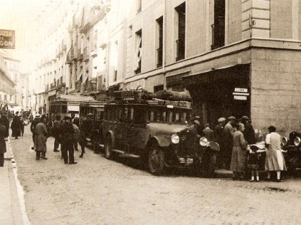 parada-de-atobuses-en-la-cava-baja-en-1929