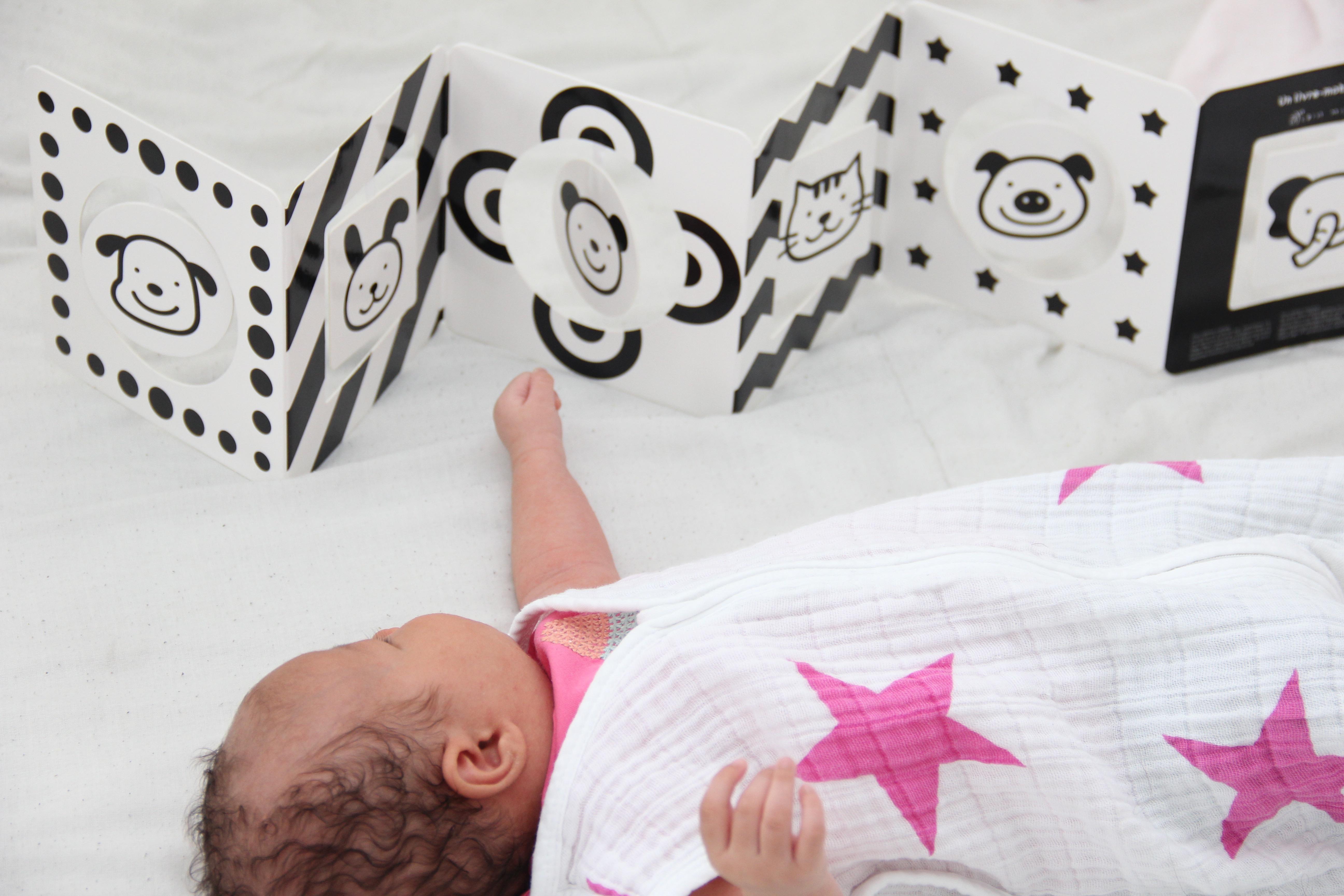 Baby Lifestyle Son Livre Mobile En Noir Et Blanc Titisse
