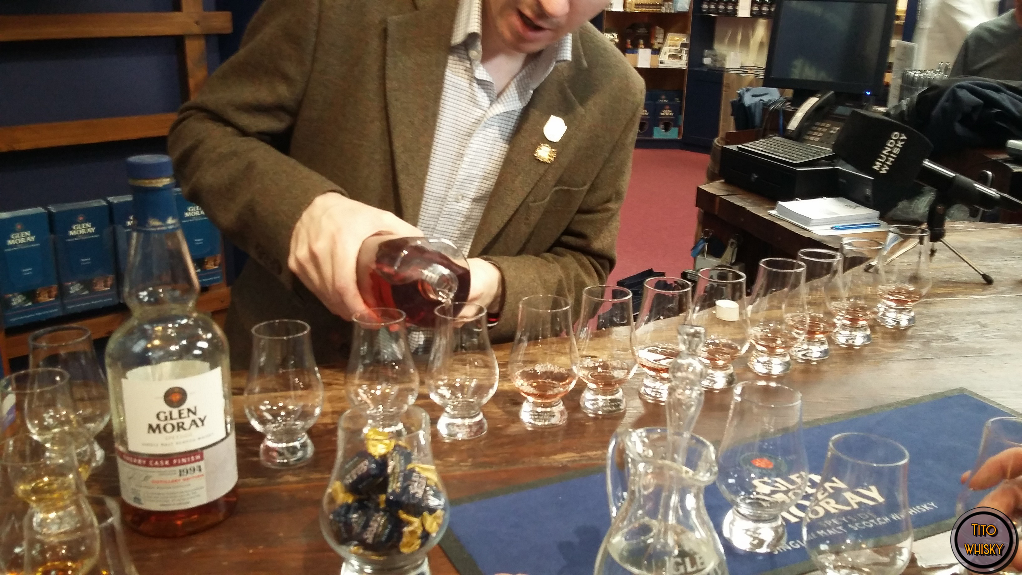 Degustando whisky en la destilería Glen Moray