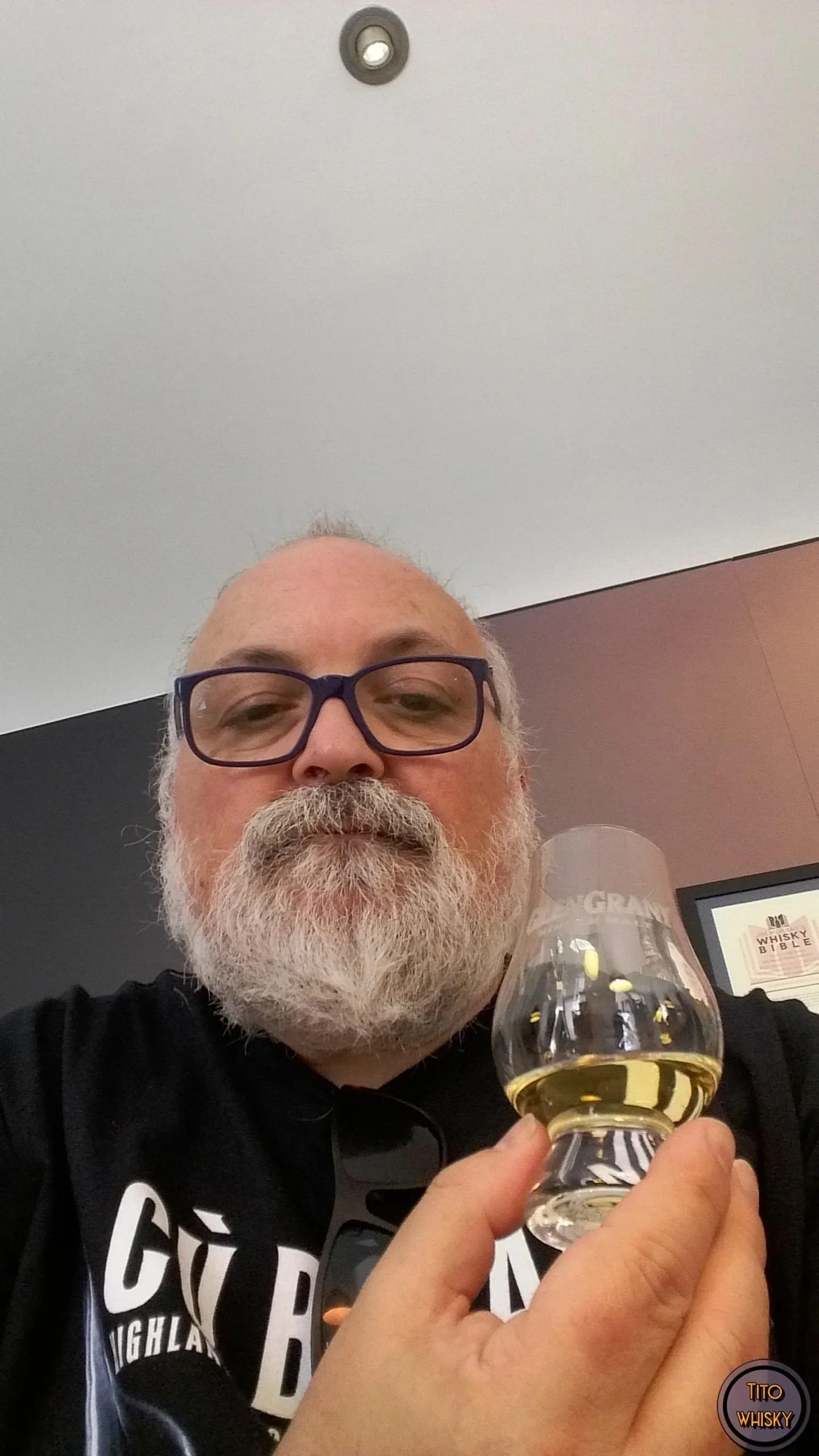 Tito degustando Whisky Glen Grant