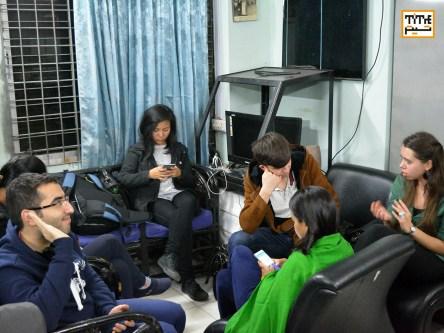 هنرجویان کارگاه فیلم سازی در حال نمرین روزانه