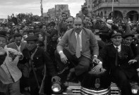 Security protects President Gamal Abdel Nasser of Egypt as his car makes its way through the streets. جمال عبدو ناصر در میان طرفدارانش