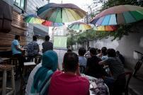 تهران - مردم با التهاب و هیجان بازی ایران و مراکش را میبینند