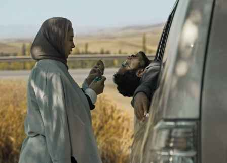 فیلم جاده خاکی, به کارگردانی پناه پناهی و بازی پانته آ پناهی ها و حسن معجونی