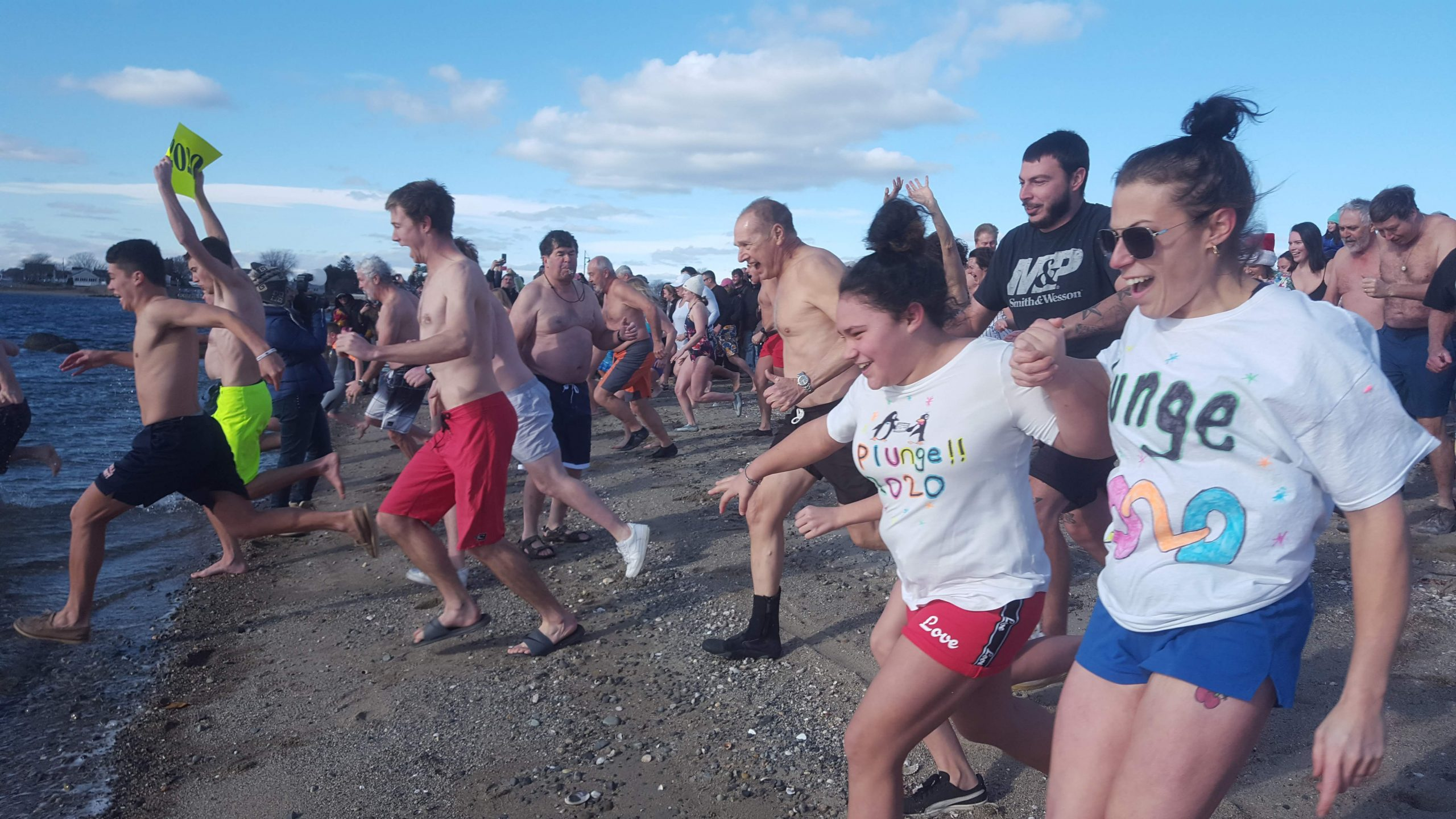polar plunge people running into water